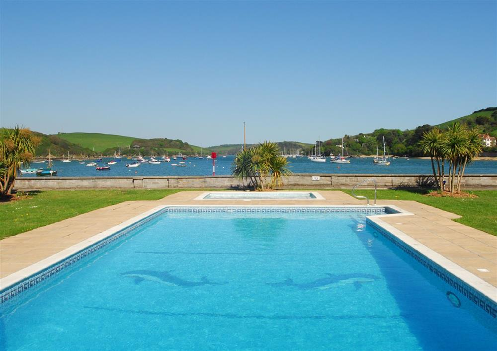 38 the salcombe salcombe toad hall cottages for Swimming pool technician salary