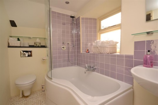 Holiday cottages stokenham south devon for Jack and jill bathroom with hall access